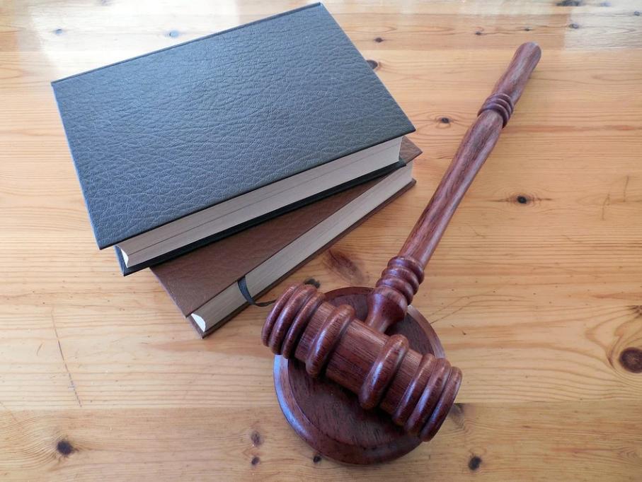 Står du overfor et huskøb? Allier dig med en advokat og få styr på alt det med småt